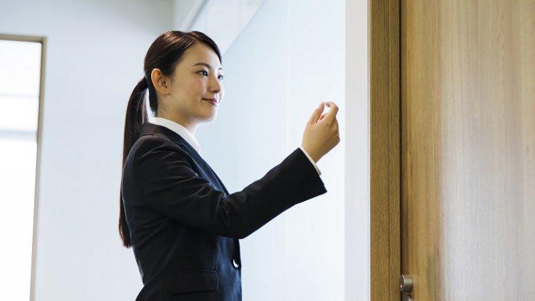 【就活の面接マナー】正しいノックの回数、入室のマナー